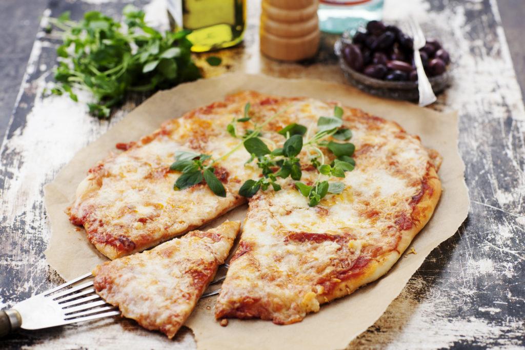 Recept från Zeta. Het pizza med chorizo och mozzarella_li