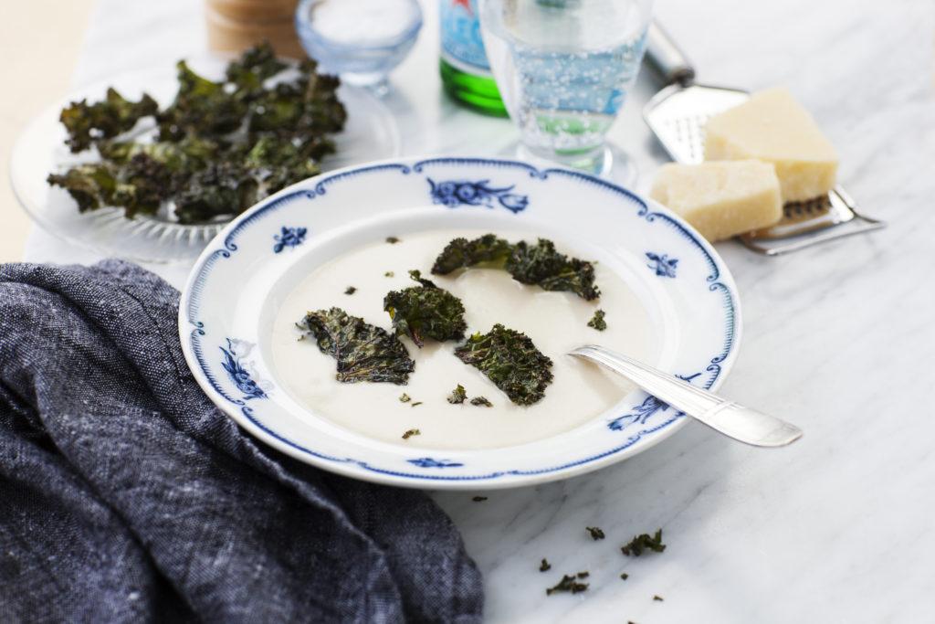 Recept från Zeta. Jordärtskocksoppa med grönkålschips och parmesan_ li