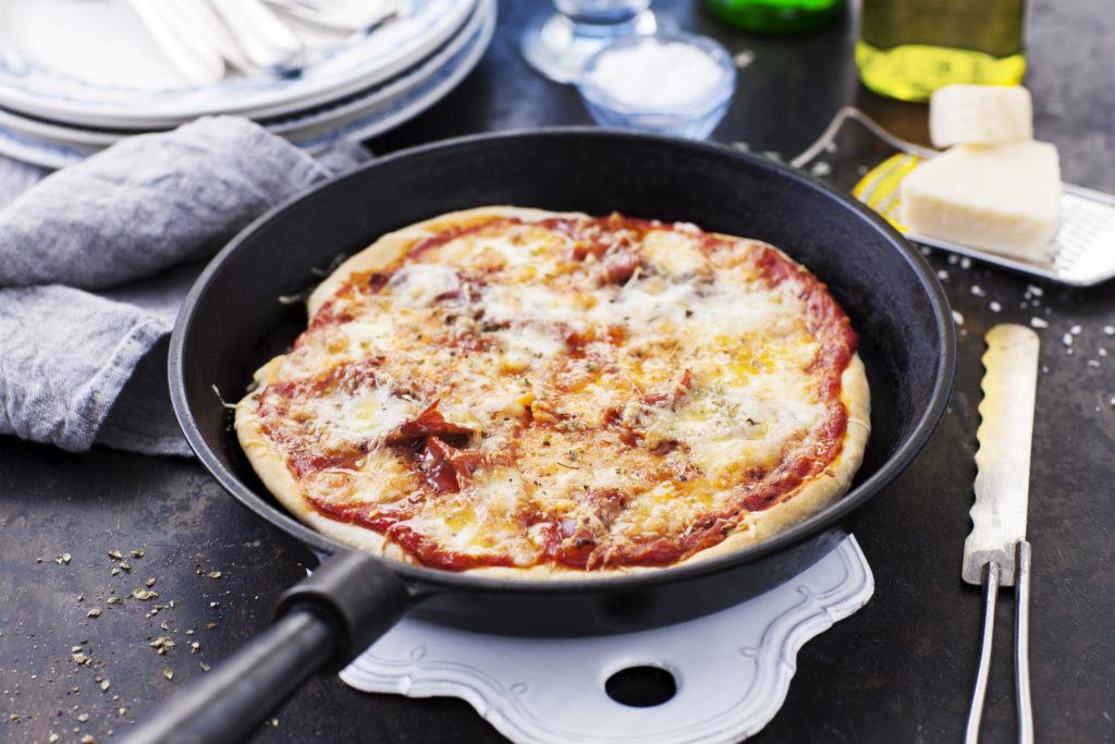 Recept från Zeta. Pizza i stekpanna med prosciutto och mozzarella_li