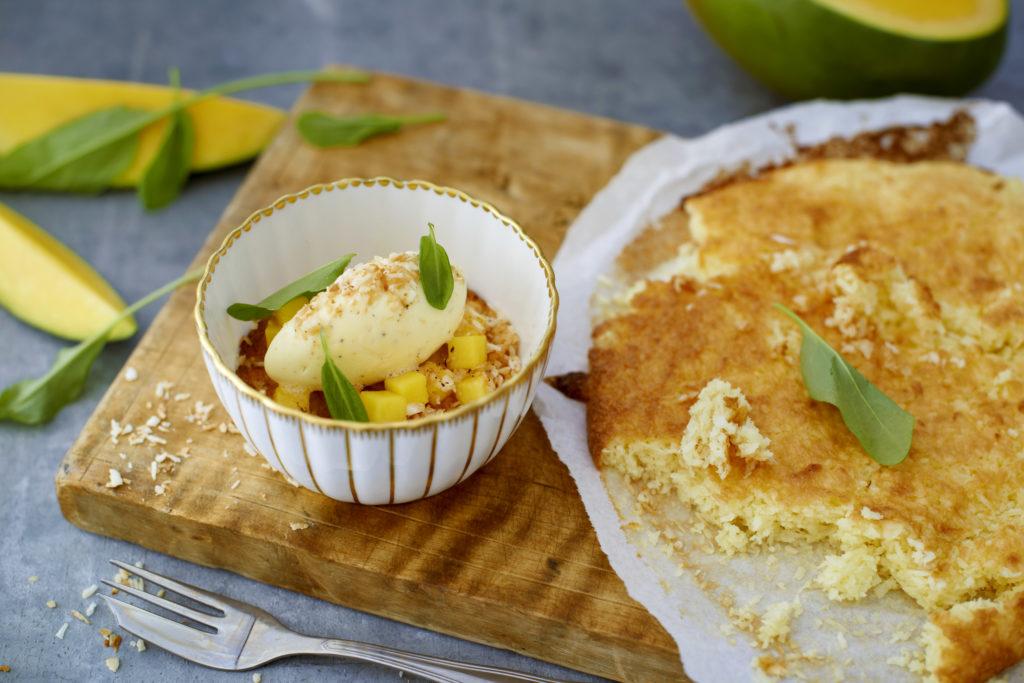 Recept från Zeta. Kokoskaka-med-mango-sås-och-vanilj-och-kokos-glass