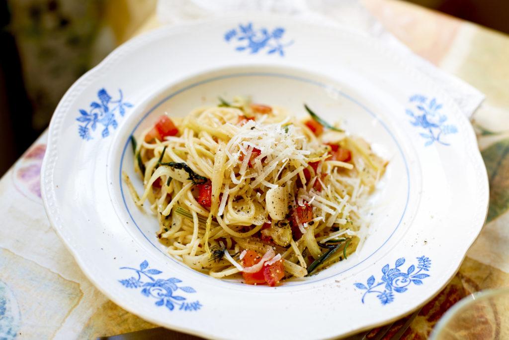 Recept från Zeta. Spaghetti_med_fankal_tomat_och_vitt_vin