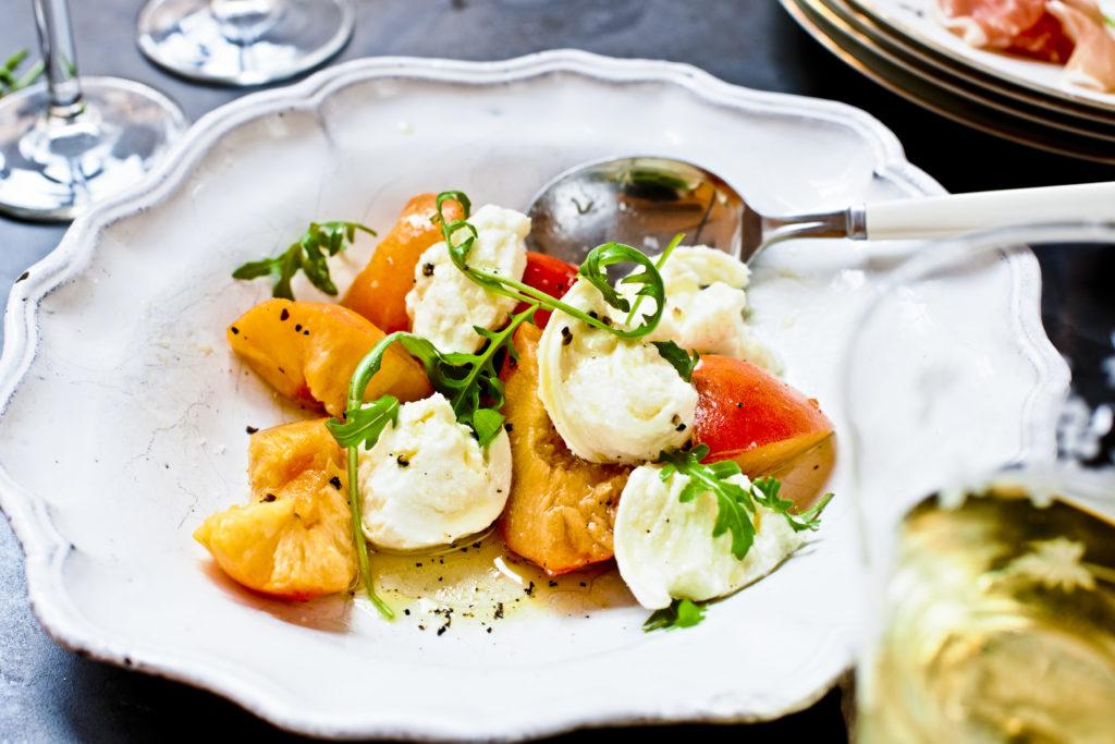 Recept från Zeta: Burrata med nektariner och rucola