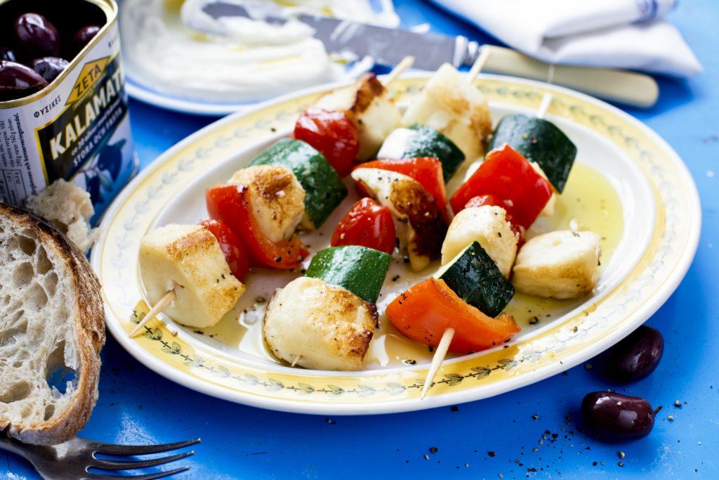 Recept från Zeta: Halloumi - och grönsakspett med yoghurtsås