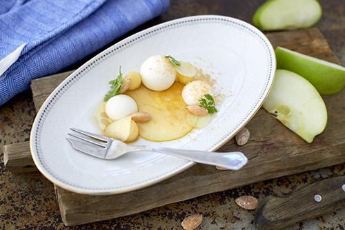 Recept från Zeta: Pannacotta med karamellbakade äpplen