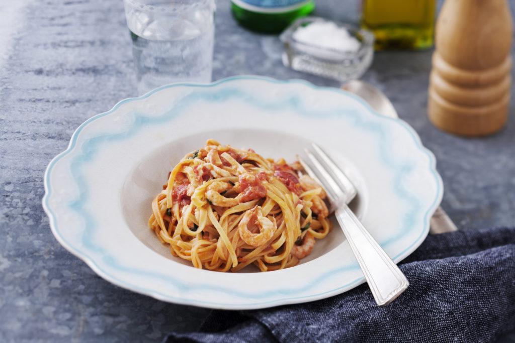 Recept från Zeta: Pasta Tagliatelle Mezzanelle med räkor, citron och tomat