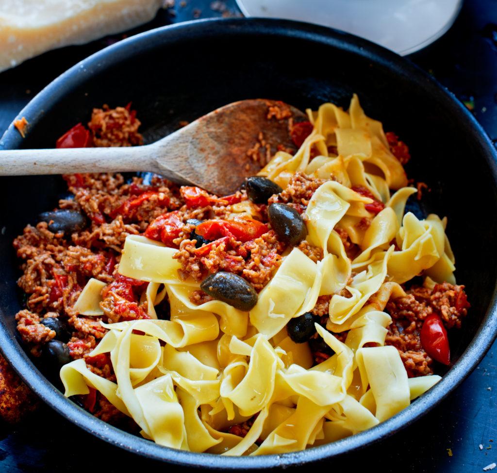 Recept från Zeta: Pappardelle med köttfärssås