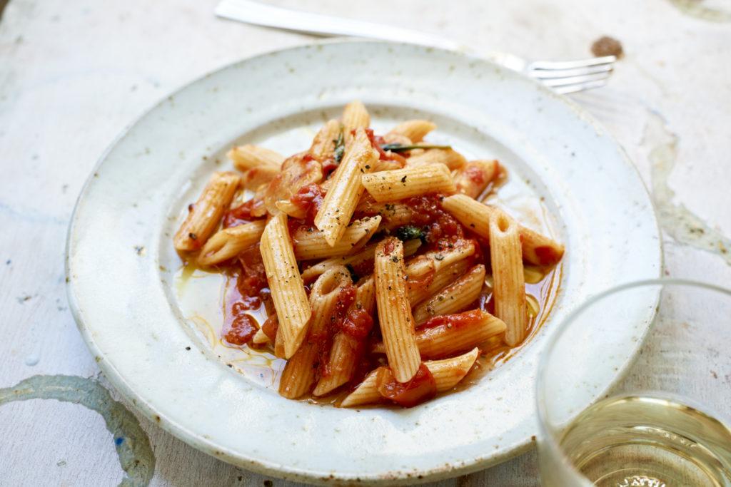 Recept från Zeta: Pennette Rigate med italiensk, fyllig tomatsås