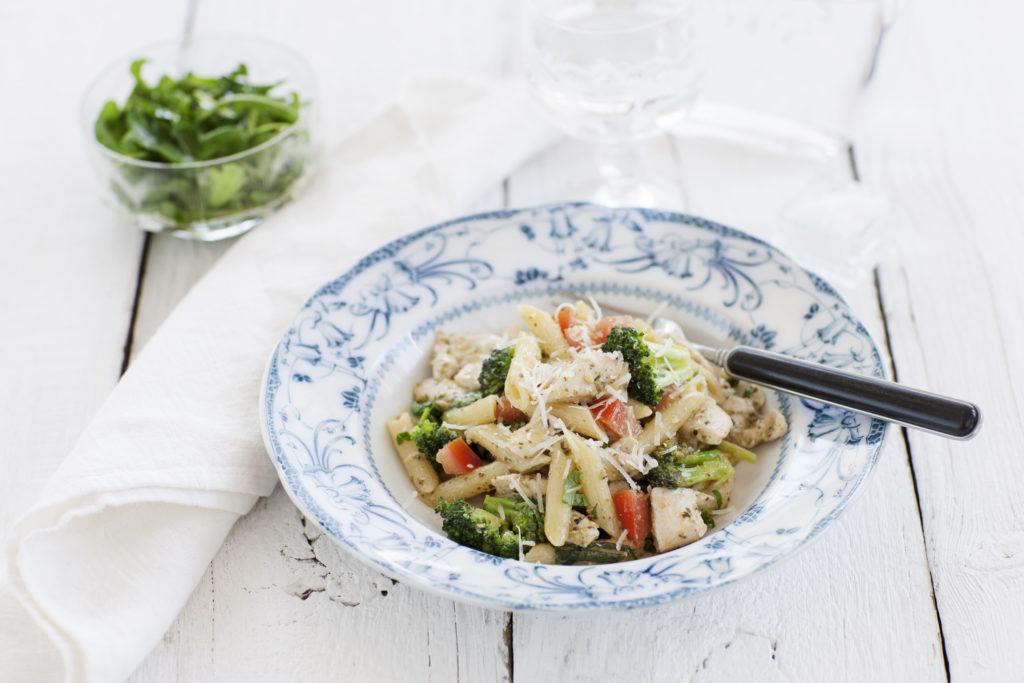 Recept från Zeta. Pasta_broccoli_kyckling_pesto_li