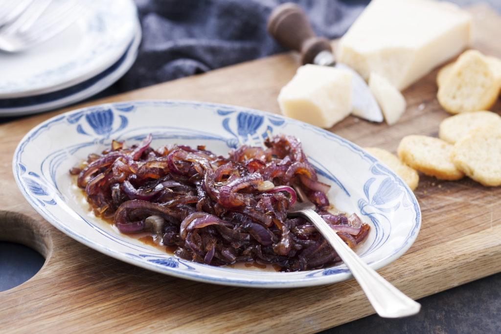 Recept från Zeta. Karamelliserad rödlök