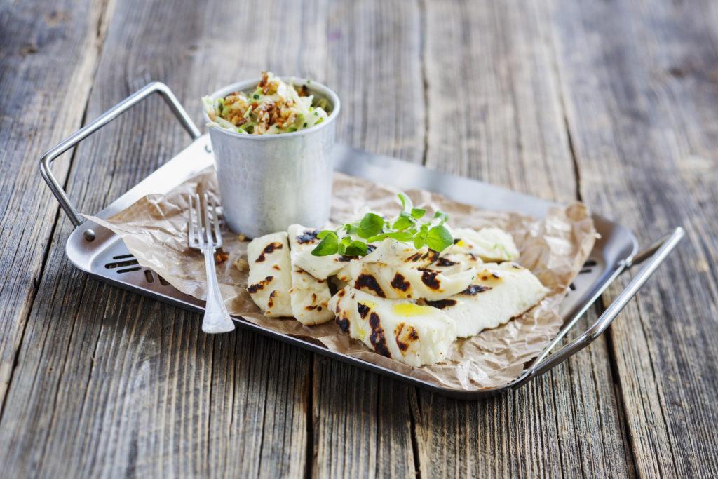 Recept från Zeta.nu Grillad halloumi med coleslaw