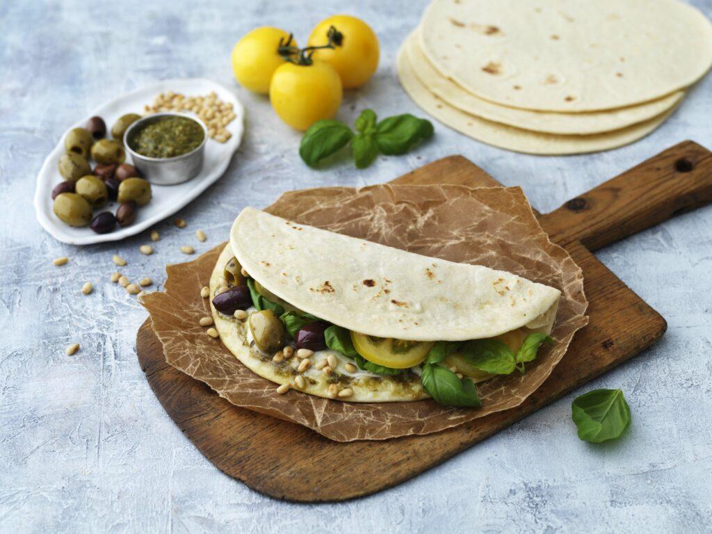 Piadina med pesto och oliver-li