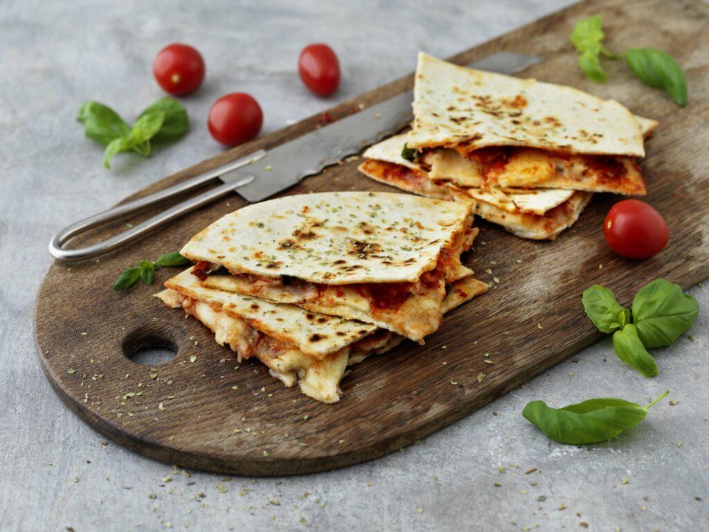 Piadina med tomat, oregano och mozzarella-li