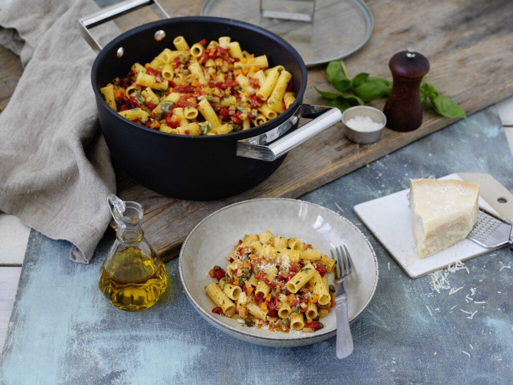 Pasta Tortiglioni med kapris och grillad paprika