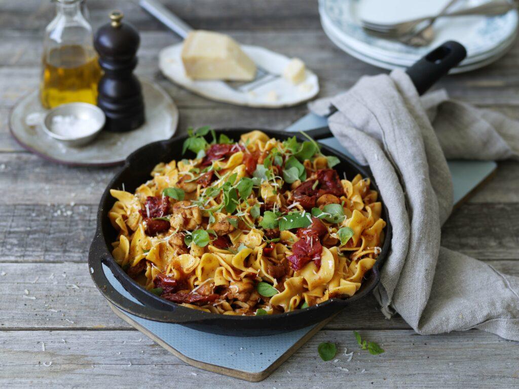 Pappardini med kyckling, tomat och grana padano