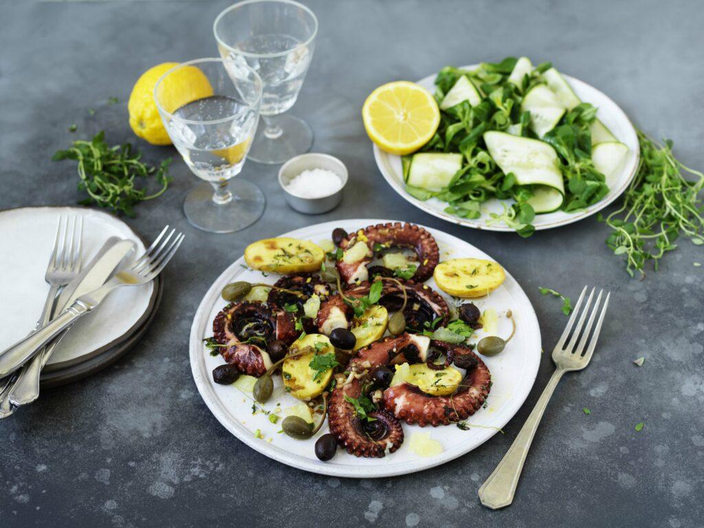 Krispig bläckfisk med oliver, kapris och rostad potatis_li