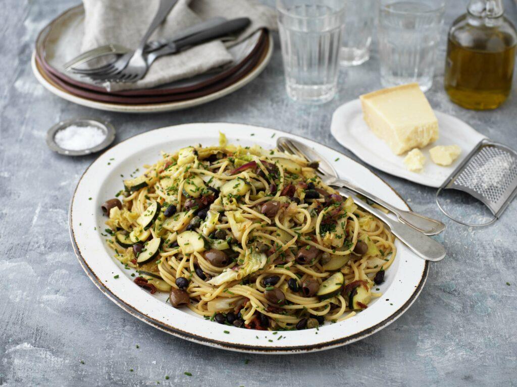 Spaghetti med savoykål och bönor