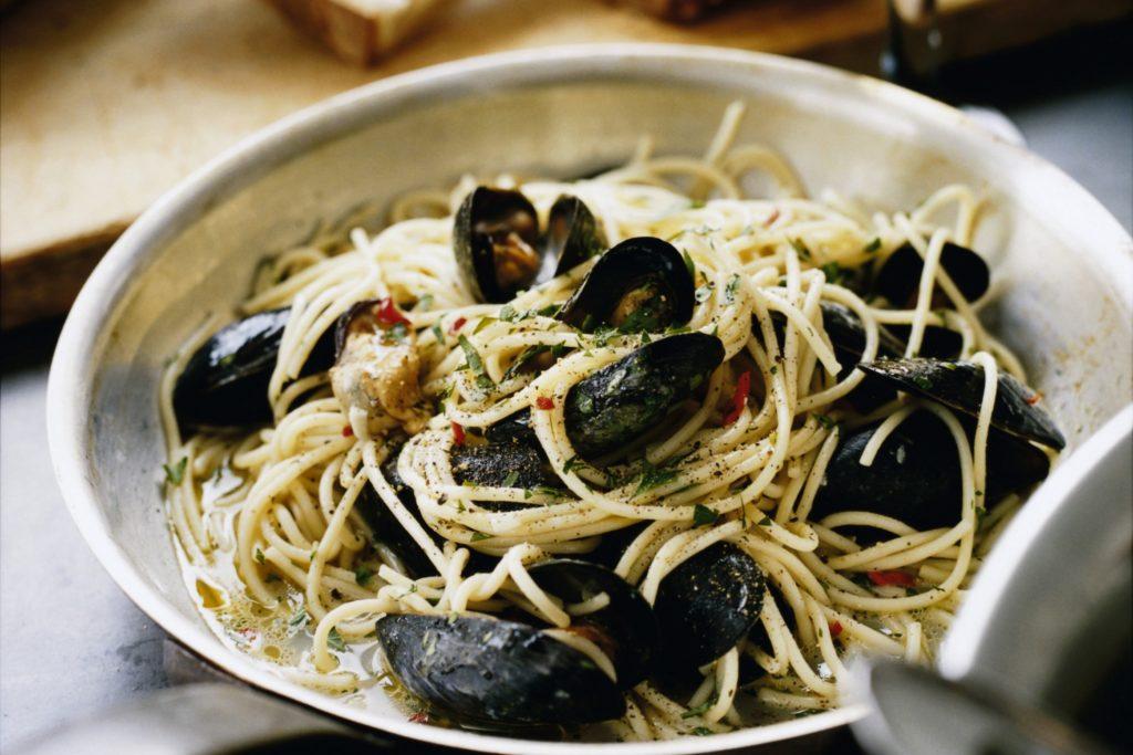 Recept från Zeta. Spaghetti_med_blåmusslor_vitt_vin_och_persilja_st