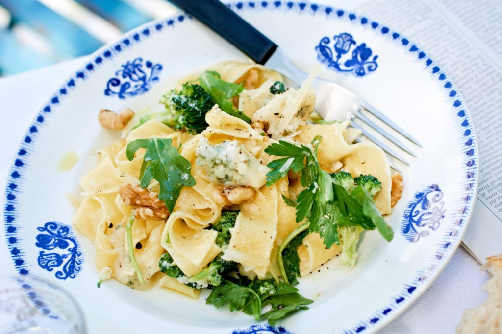 Recept av Zeta. Pappardelle_med_tre_sorters_ost_broccoli_och_valnotter