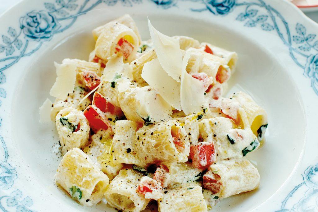 Recept från Zeta. Pasta_Mezze_Maniche_med_ricottaost_och_tomat_st