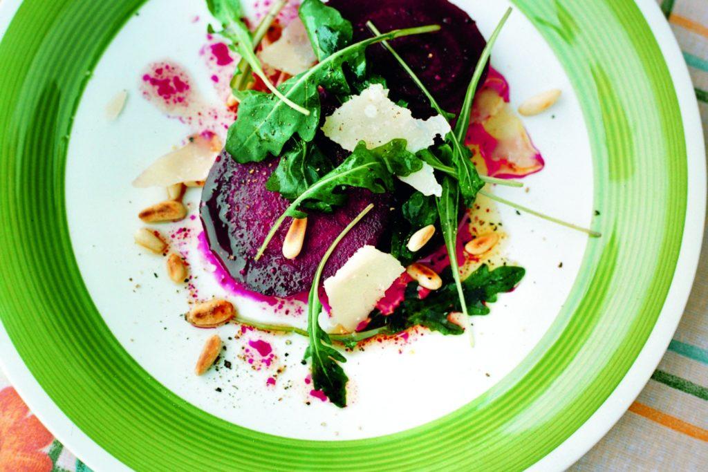Recept från Zeta. Rödbetor_med_rucola_pinjenötter_och_parmesanost_st