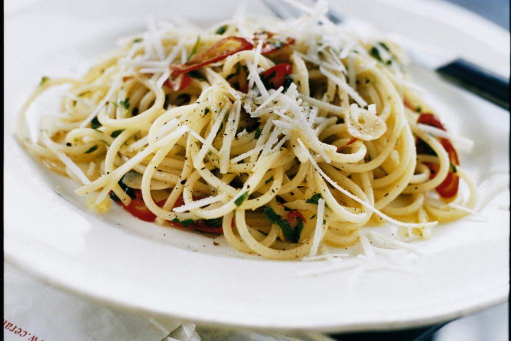 Recept från Zeta. Spaghetti med vitlök, chili och pecorino-ost