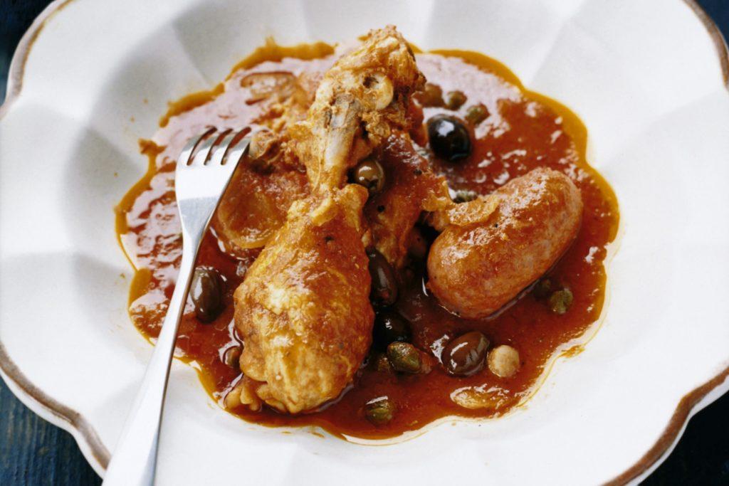 Recept från Zeta. kycklinggryta_med_salsiccia_tomat_oliver_och_kapris