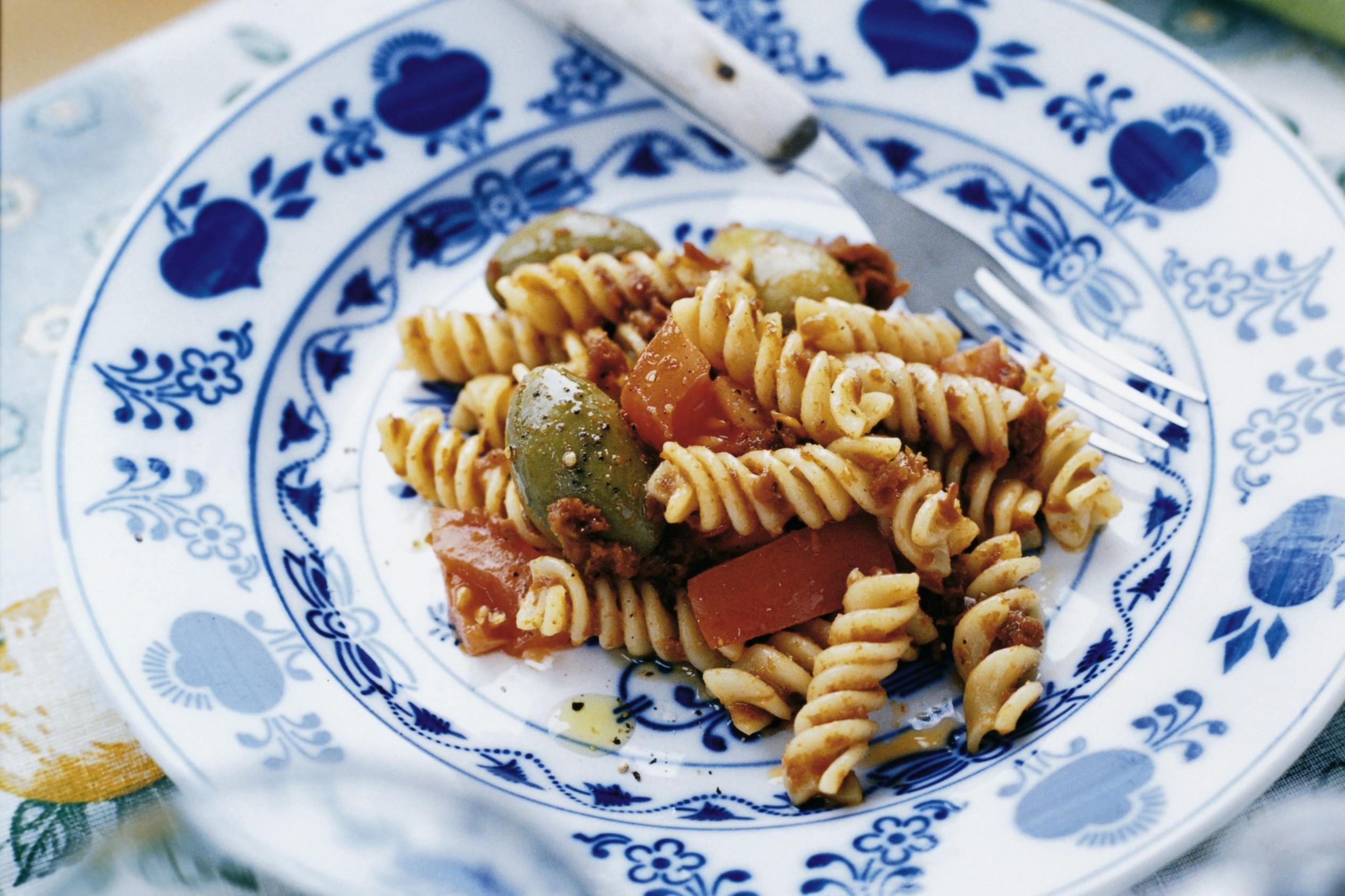 pastasallad soltorkade tomater