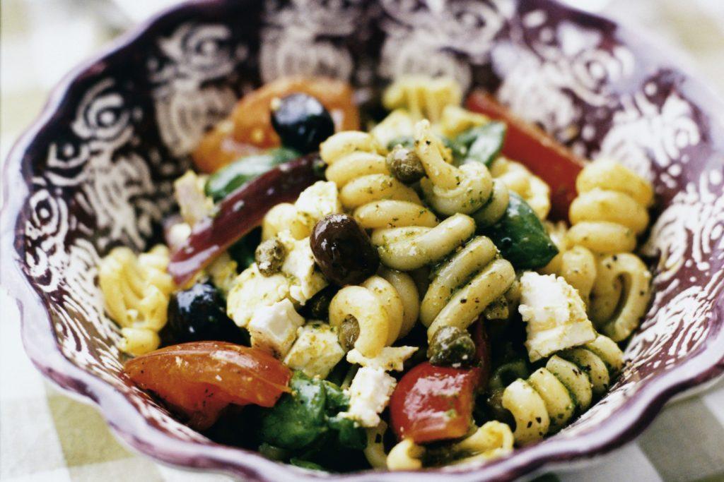 Recept från Zeta. pastasallad_med_tomat_fetaost_och_oliver