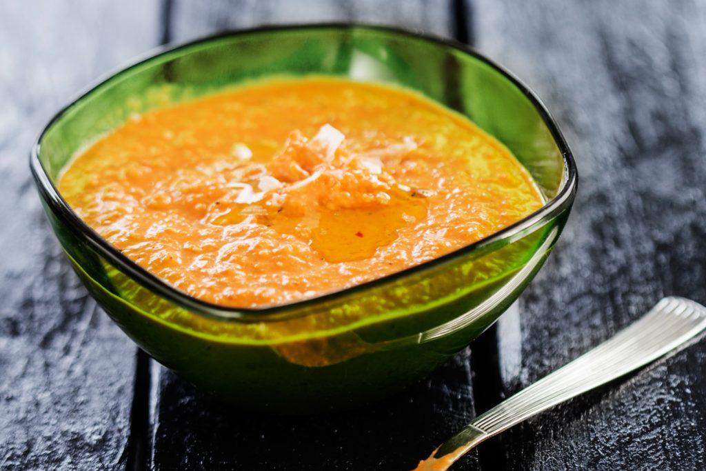 Recept från Zeta. romanesco_sas_med_grillad_paprika_och_mandel