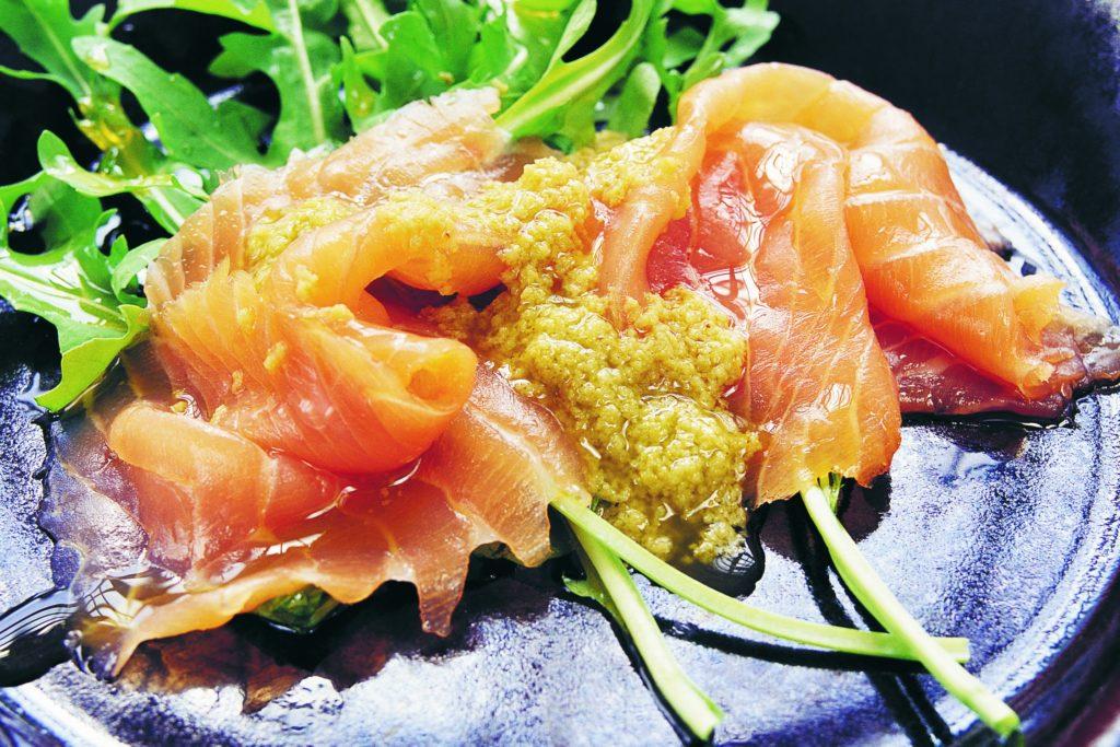 Recept från Zeta: Carpacciolax med olivcremevinägrett