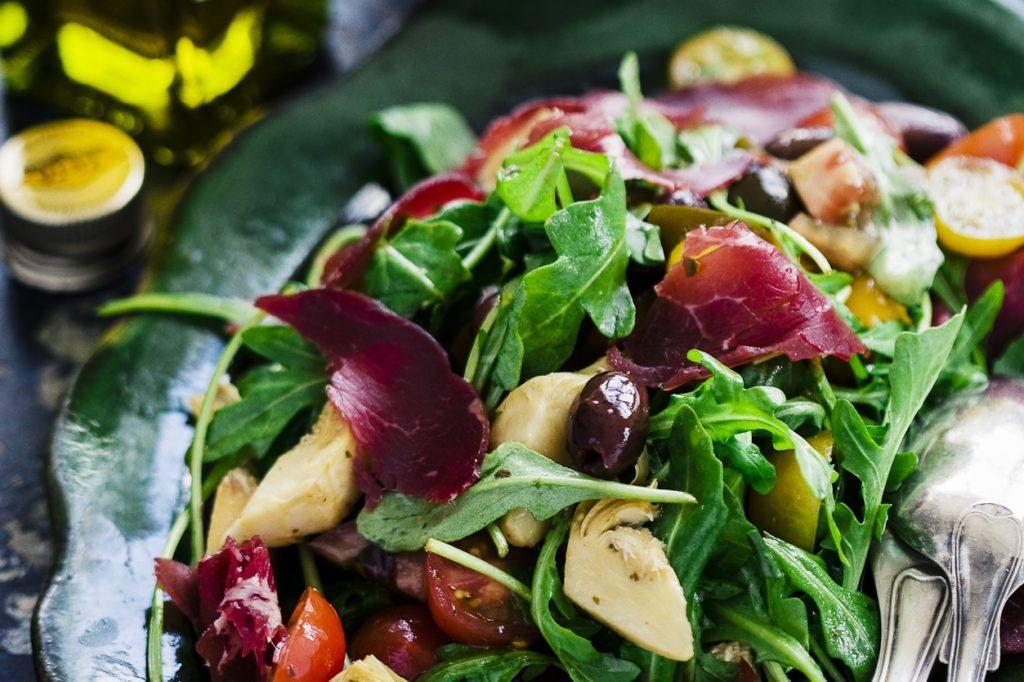 Recept från Zeta: Italiensk sallad med bresaola och gorgonzolakräm