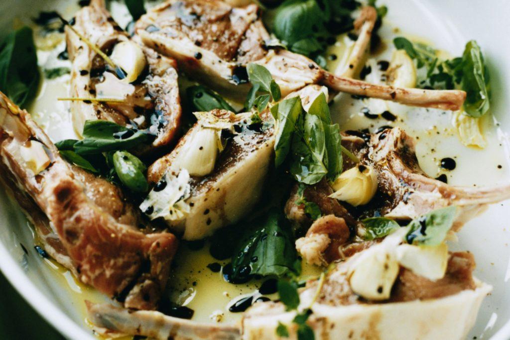 Recept från Zeta: Marinerade lammkotletter med vitlök och balsamico