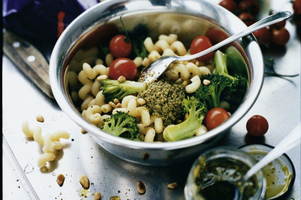 Recept från Zeta: Pastasallad med broccoli, tomat och pesto
