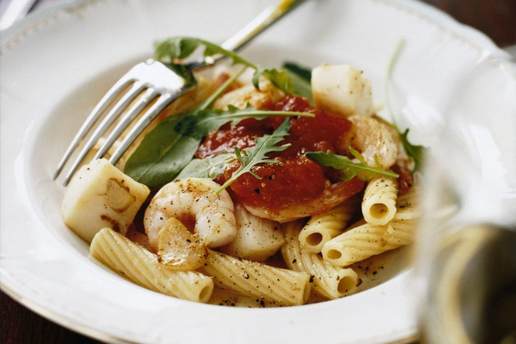 Recept från Zeta: Skaldjurspasta med tomat och rucola