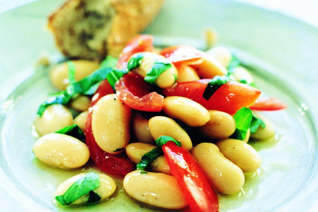 Recept från Zeta: Vita bönor med basilika och tomat
