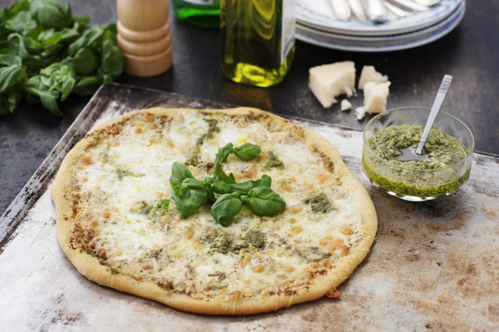 Recept från Zeta. Vegopizza med pesto, mozzarella och pecorino_li