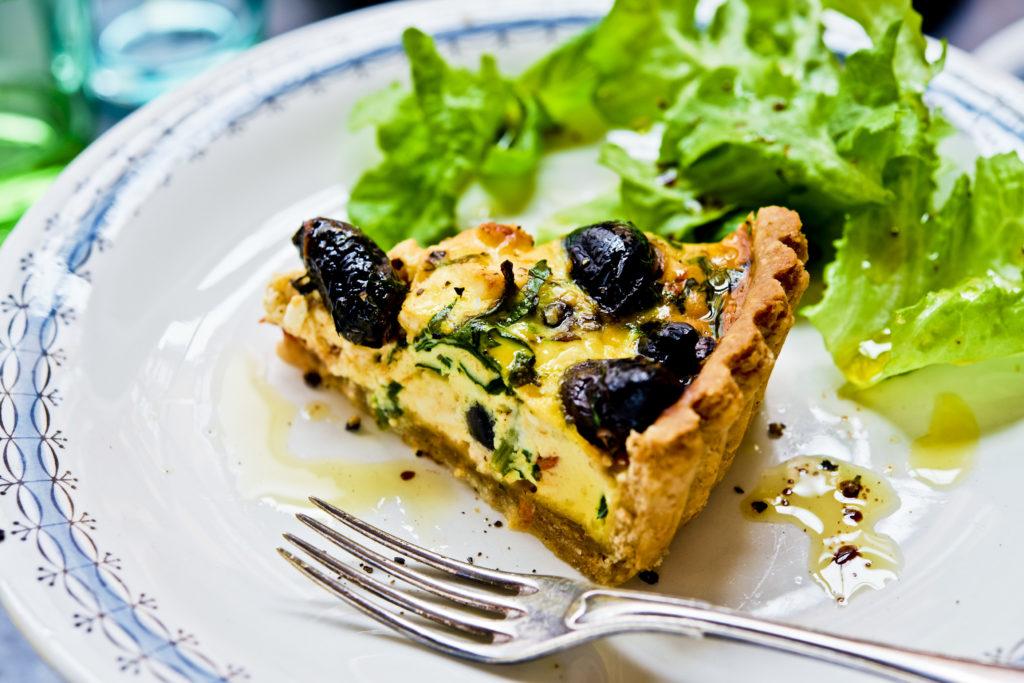Recept från Zeta. Fetaostpaj_med_oliver_och_soltorkade_tomater_li
