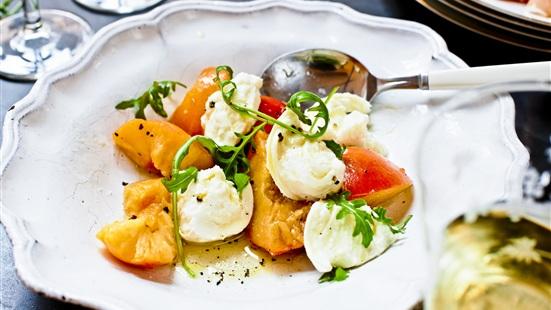 Recept från Zeta. mozzarella_persikor_rucola