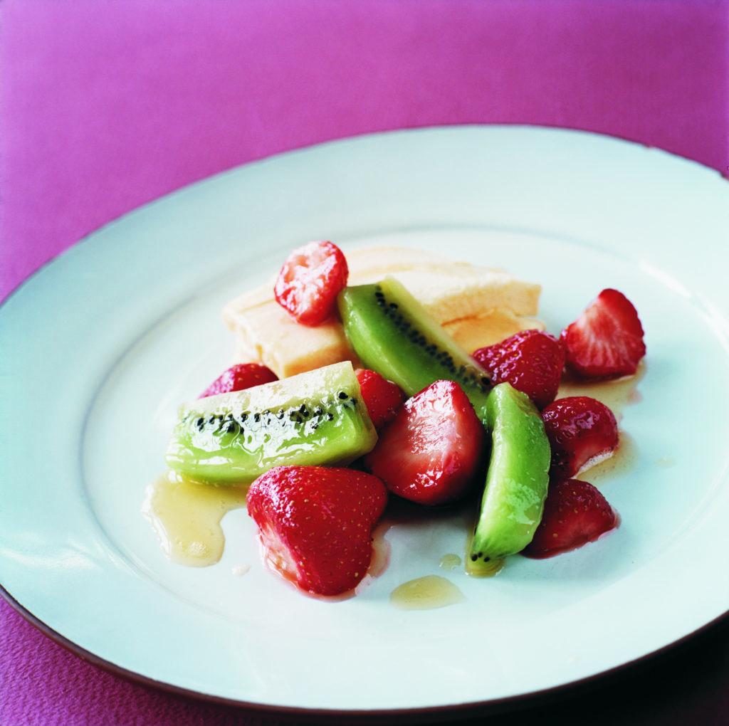 Recept från Zeta: Marinerade frukter och bär med mangosås