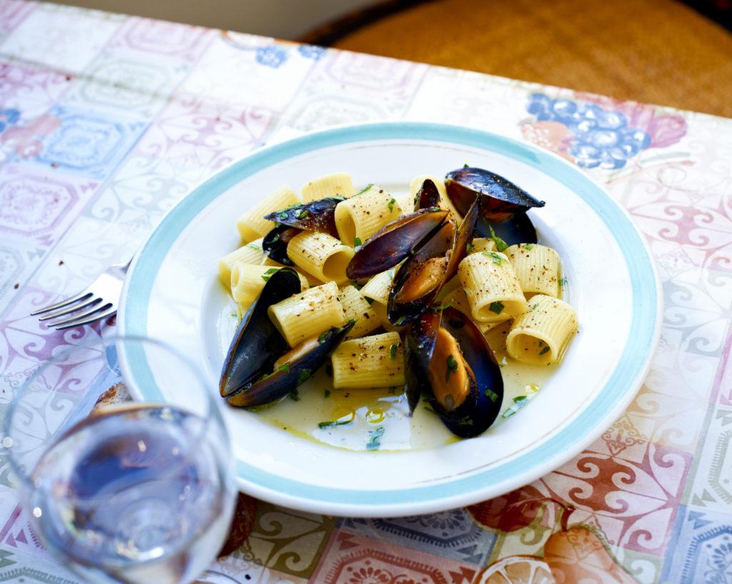 Recept från Zeta: Mezze Maniche med blåmusslor och vitt vin