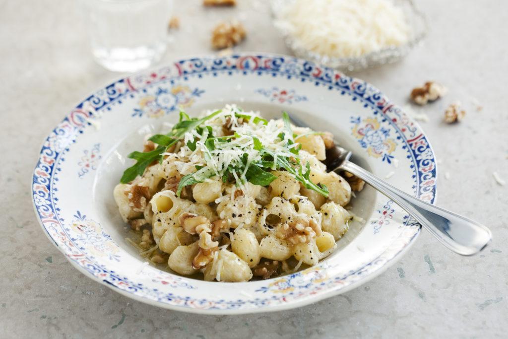 Recept från Zeta: Pipette Rigate med mascarpone, valnötter och rucola