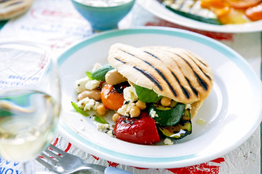 Recept från Zeta: Pitabröd med grillade grönsaker och fetaost