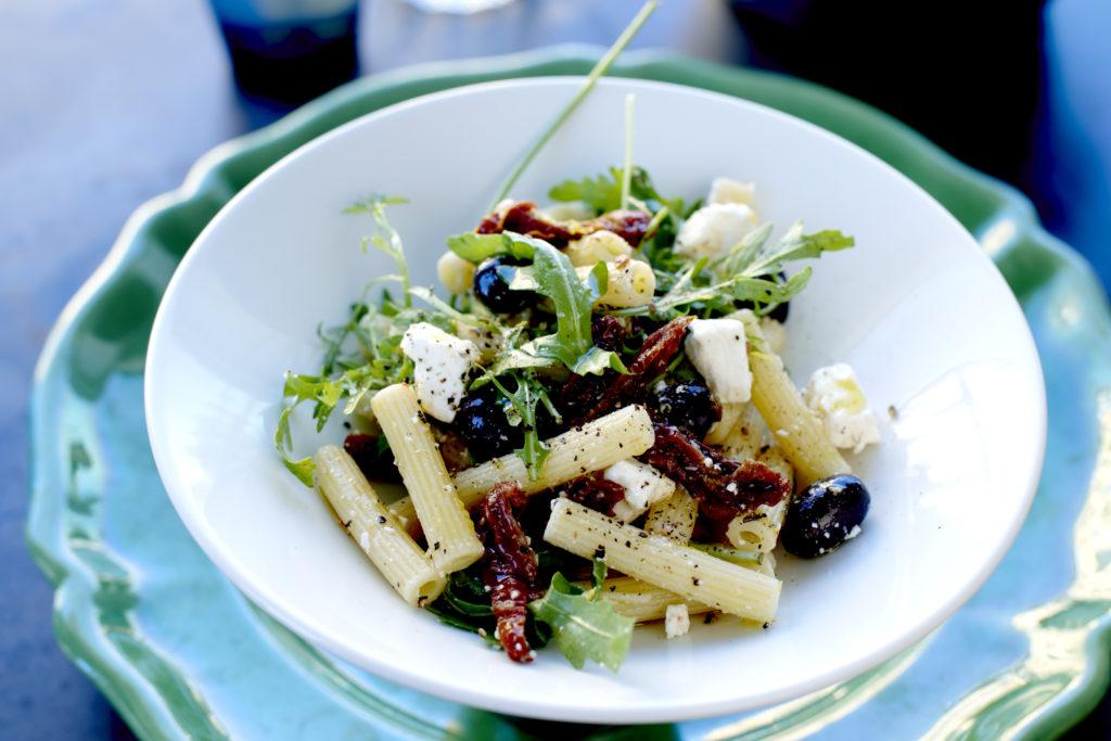 Recept från Zeta: Sedani med fetaost, tomater och oliver