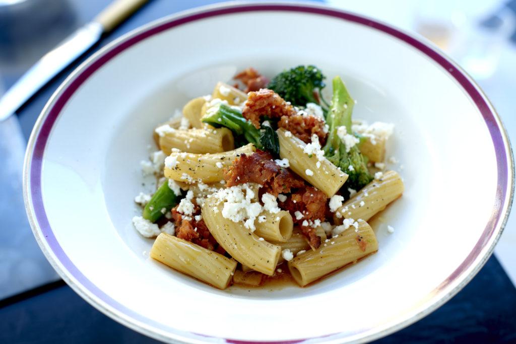 Recept från Zeta: Mezze Maniche med chorizo, broccoli och fetaost