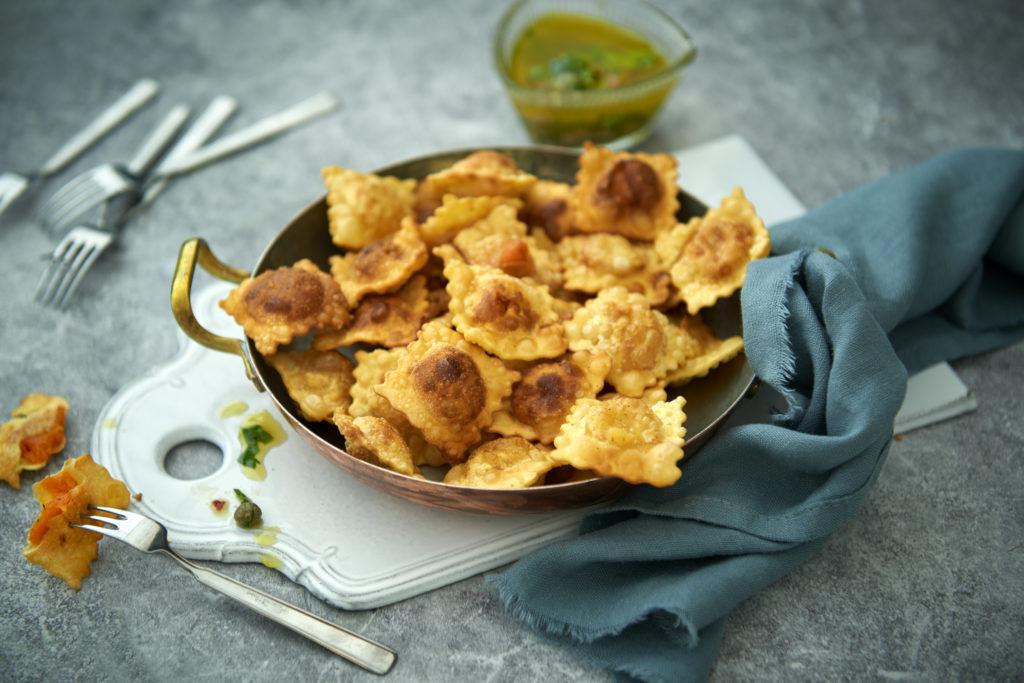 Recept från Zeta. Friterad ravioli med sardelldipp