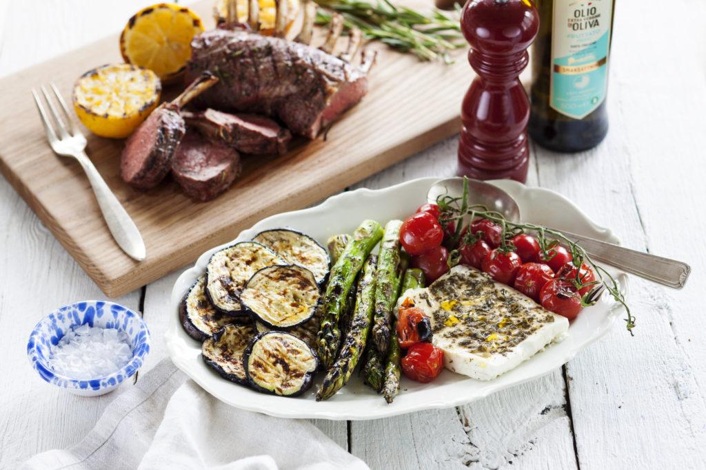 Recept från Zeta.nu Lammracks med grillad fetaost och grönsaker
