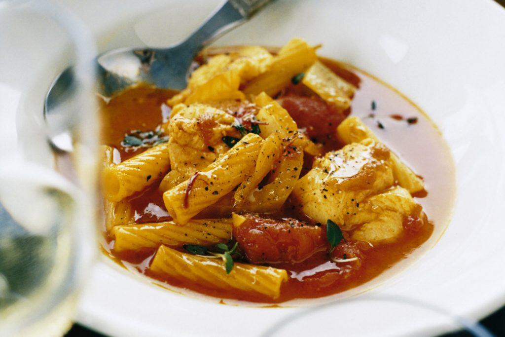 Recept från Zeta. Fiskgryta-med-pasta-saffran-och-vitt vin.