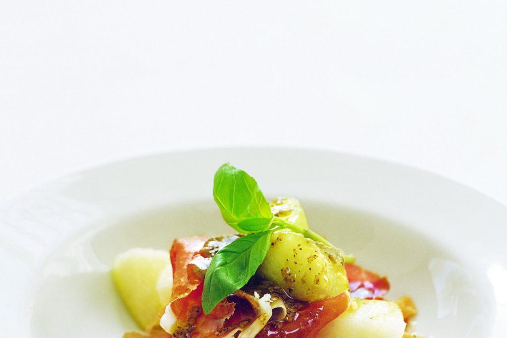 Recept från Zeta. Skinka och melon med pestovinägrett