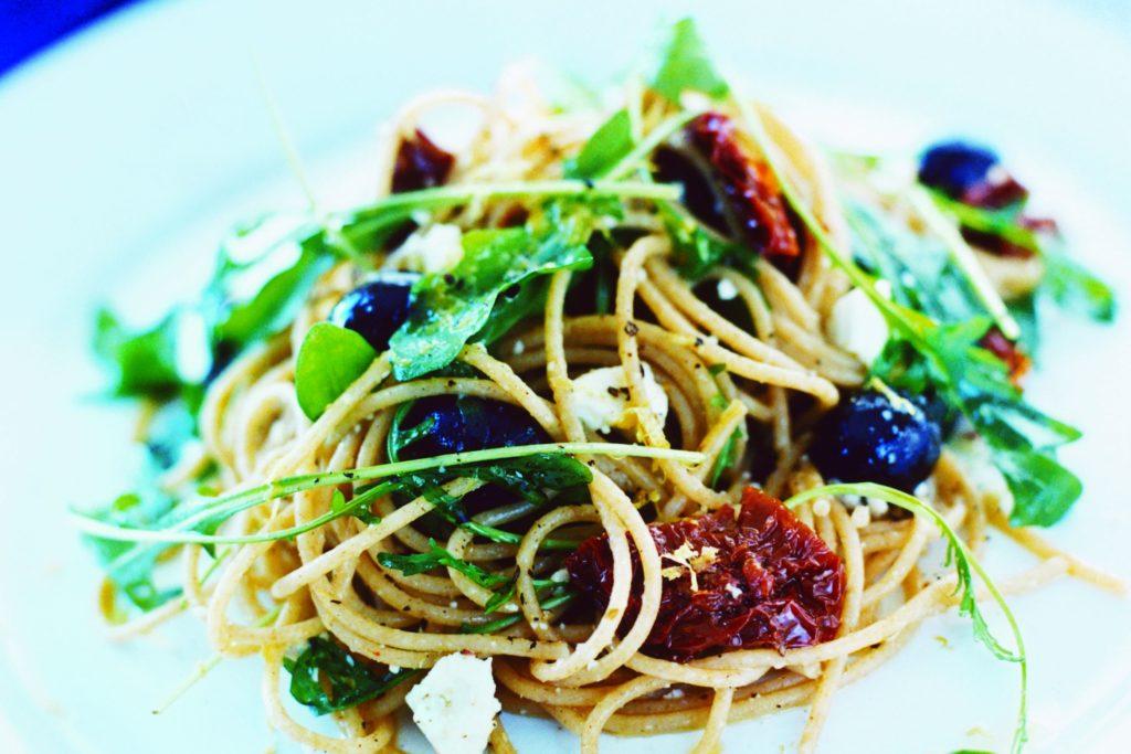 Recept från Zeta. Spaghetti_med_fetaost_och_oliver_st