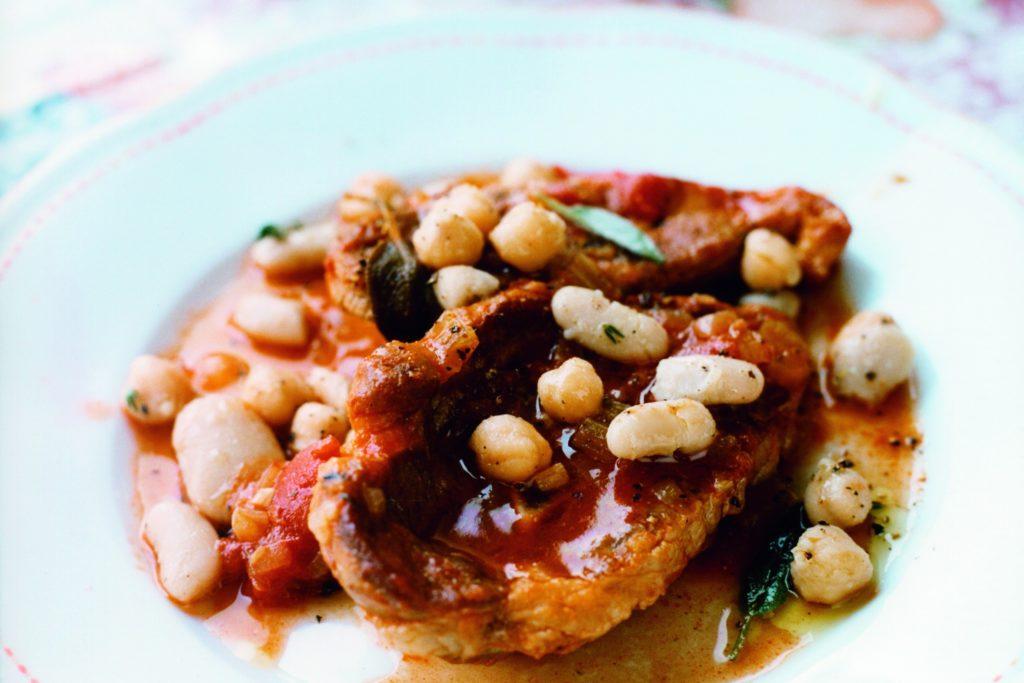 Recept från Zeta. braserad_lammbog_med-bonor_och_tomat
